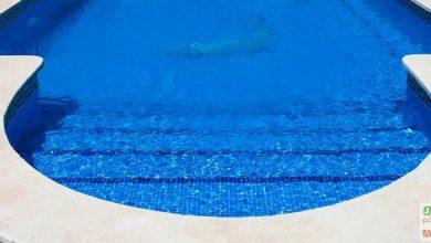 Photo de L'escalier de piscine, accessoire de confort
