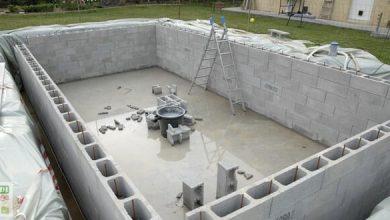 Photo de Le montage des murs de la piscine