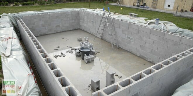 Photo of Le montage des murs de la piscine