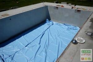 dérouler liner piscine