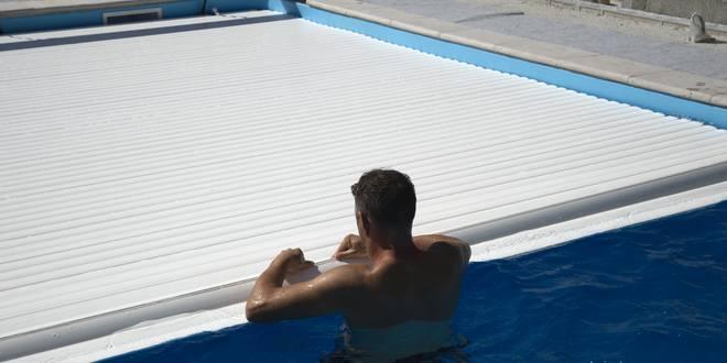 montage rideau piscine