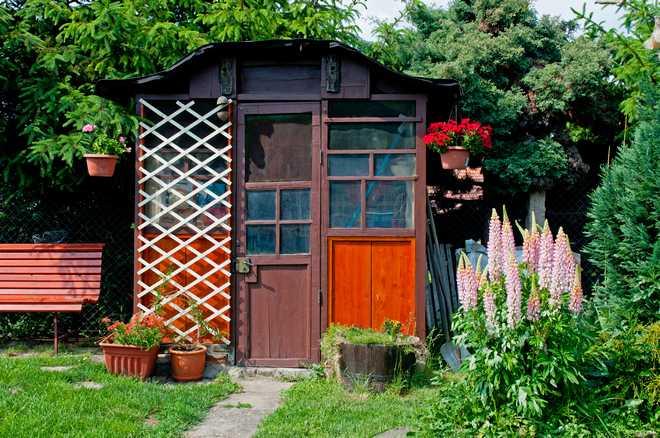 comment aménager autour d'un abri de jardin